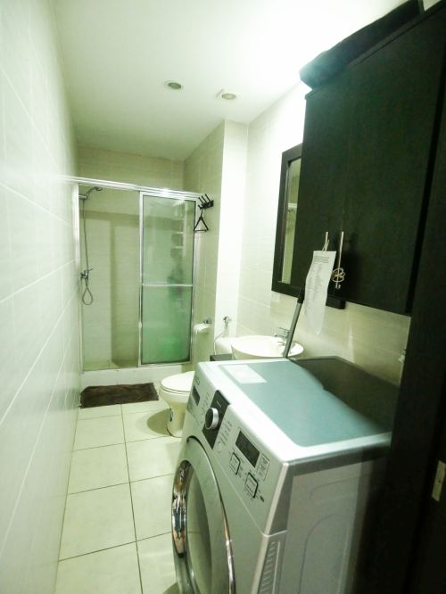 7. Bathroom with Washer-Dryer (1 of 1)
