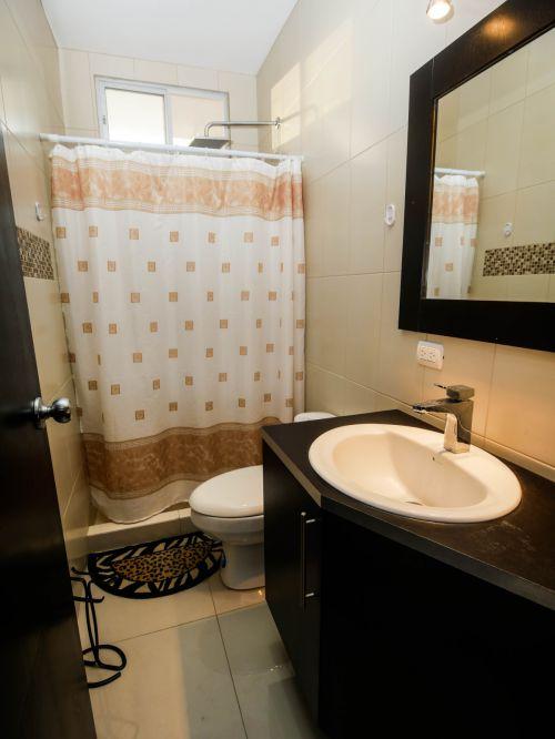 6.Bathroom2 (1 of 1)