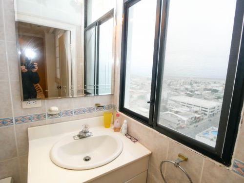 12.  Bathroom4 (1 of 1)